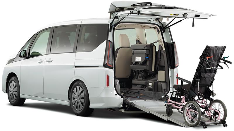 セレナ X チェアキャブ スロープタイプ 車いす2名仕様